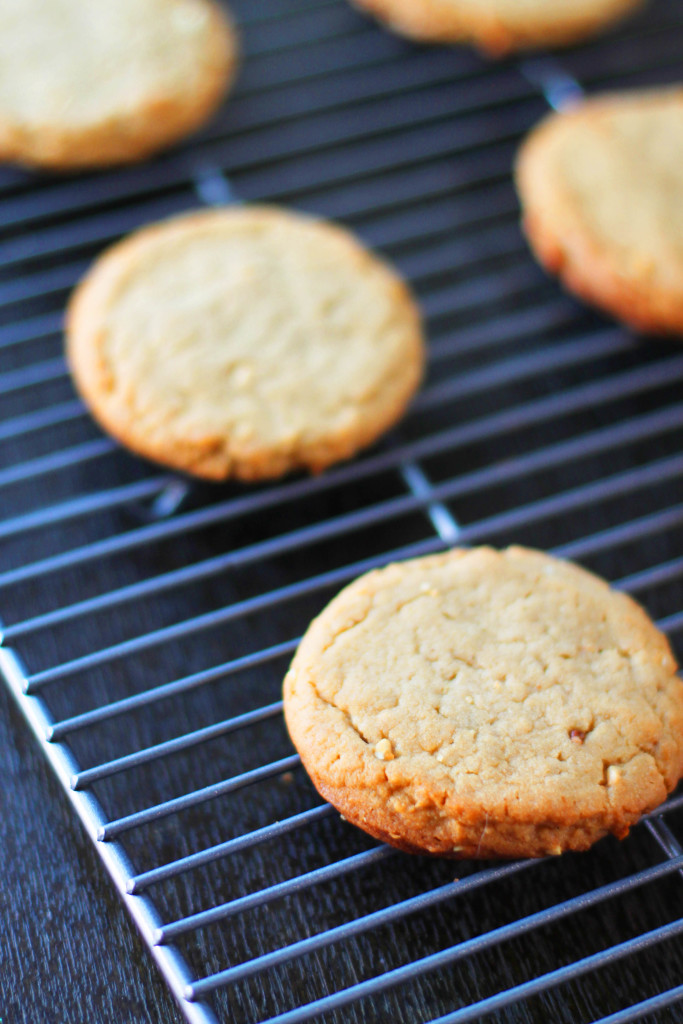 Original recipe for delicious and chewy homemade peanut butter cookies. #peanutbuttercookies #cookies #peanutbutter