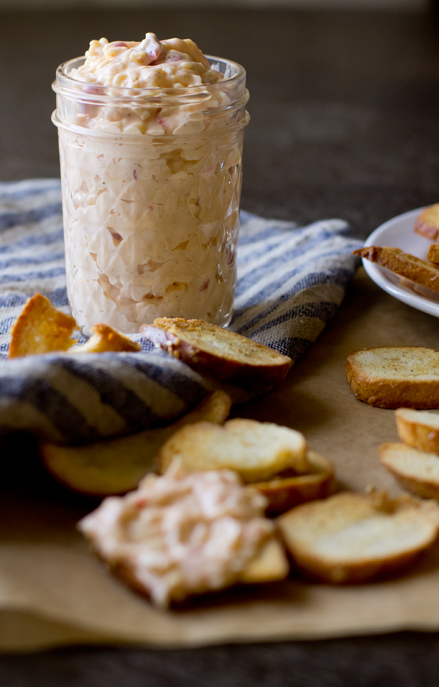 Zingerman's Pimento Cheese with Garlic Bagel Chips - THE GOURMET GOURMAND
